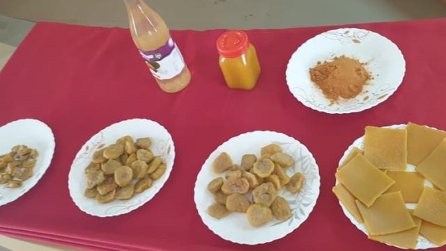 Candy, jam, powder, bread and syrup from cashew nuts
