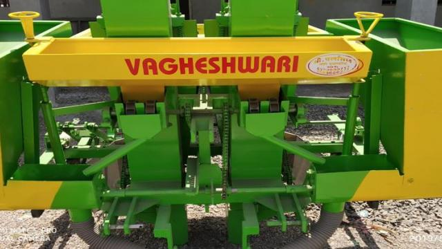 Automatic bedmaker and planting machine.