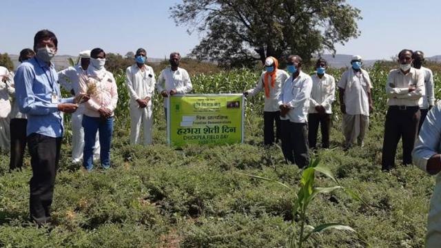 Farmers participating in the Agriculture Day under the Agriculture School Initiative.