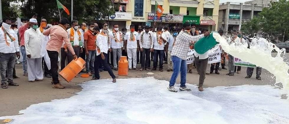 agitation for milk rate issue