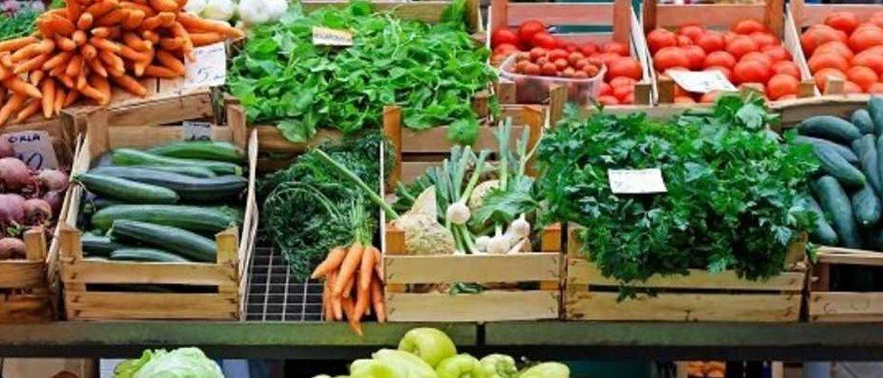 Vegetable sales closed in Akola on Saturday and Sunday