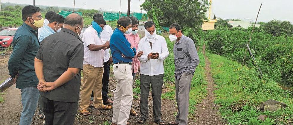 District Collector of Solapur On the spot for e-crop inspection