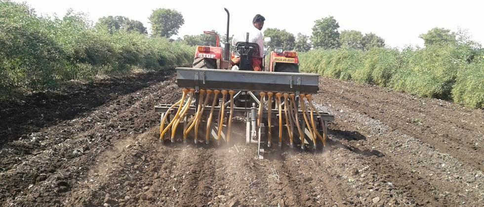 The use of fertilizer and sowing machine for seeds for planting can be beneficial