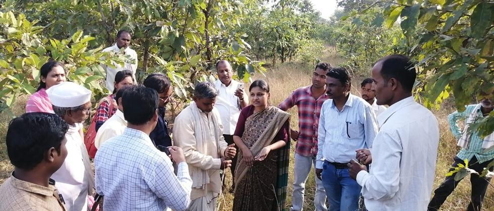 silk directors interact with growers at Nishti