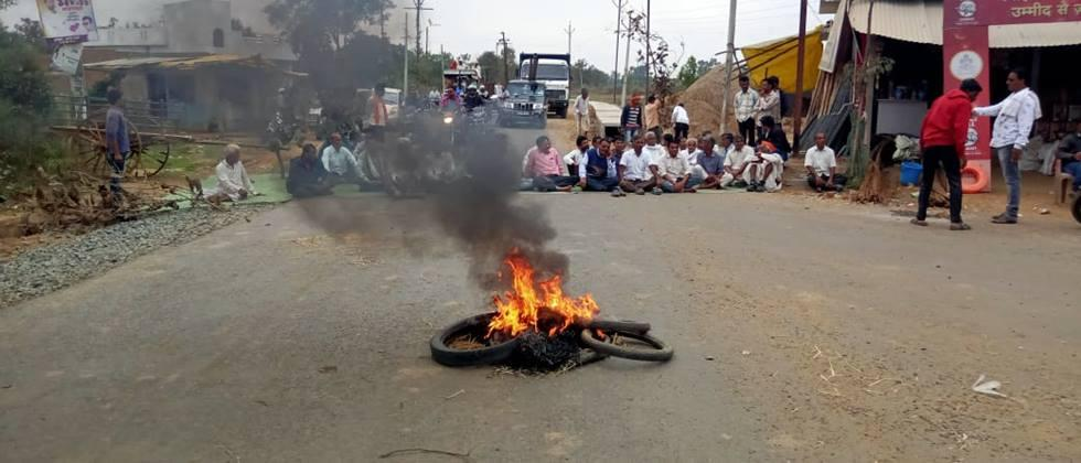 farmers agitation for demand to start paddy procurement center