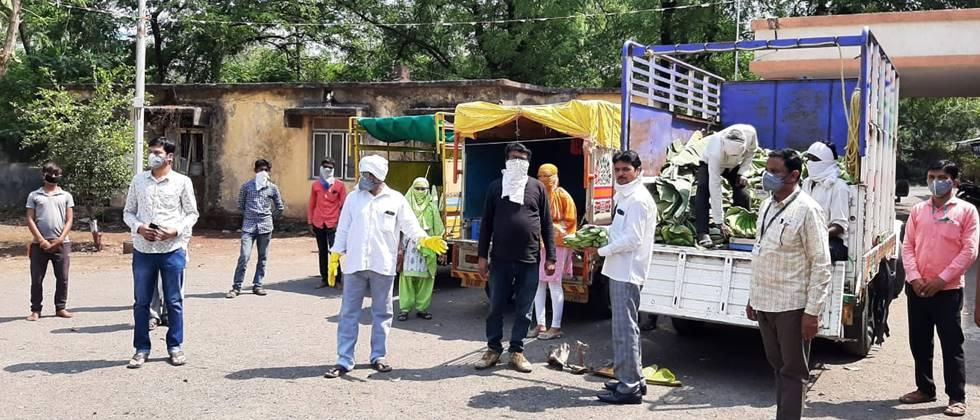 farmers directly sell vegetables to customers