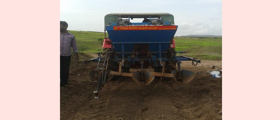 The use of potato planting machine has been increasing recently.