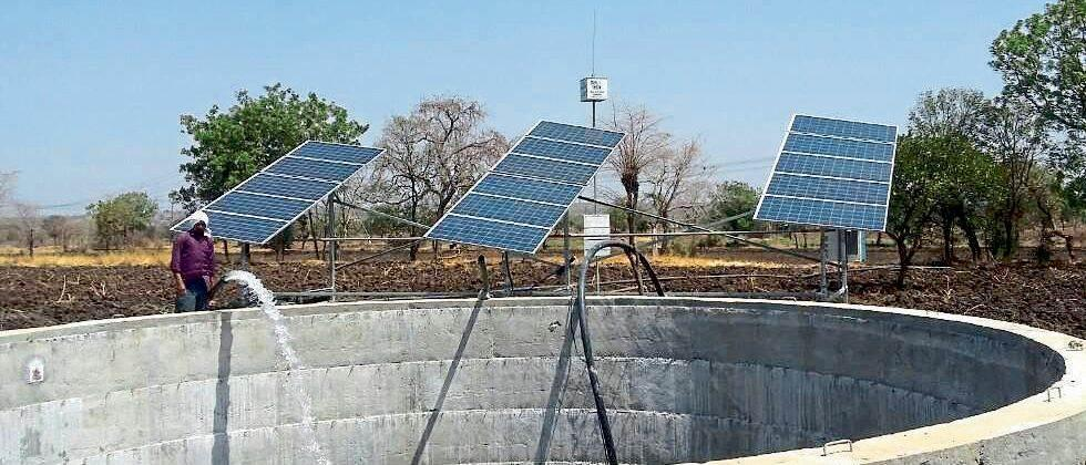 Two thousand farmers wait for electricity connection in Parbhani district