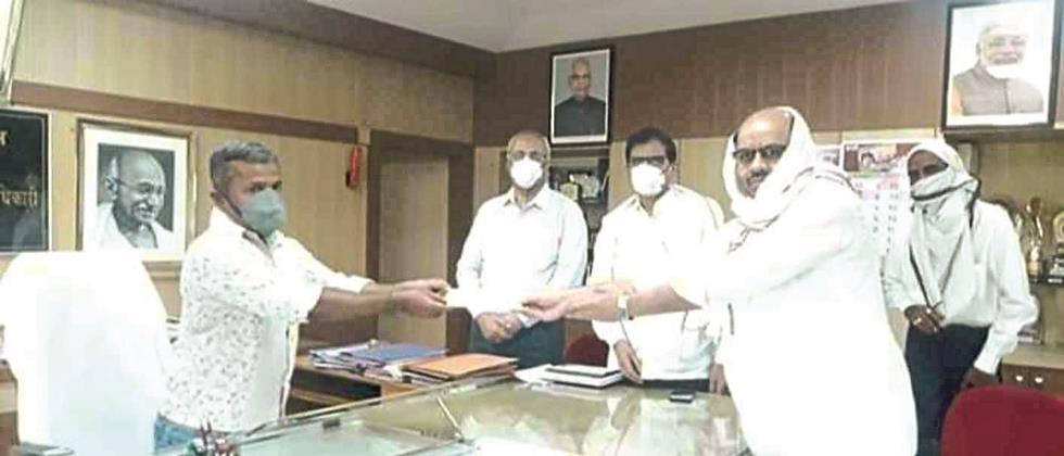 Parbhani District Bank 11 lakh rupees aid for Chief Minister's Assistance Fund