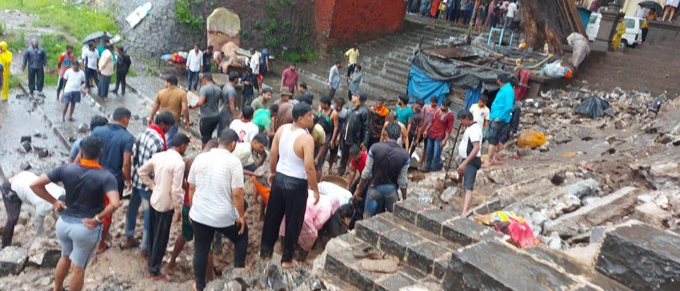 In Pandharpur, the wall of the ghat on the banks of Chandrabhaga river collapsed