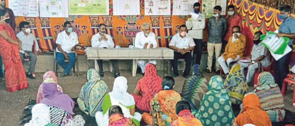 Action against officials if there is no tariff in agriculture center: Agriculture Minister Bhuse