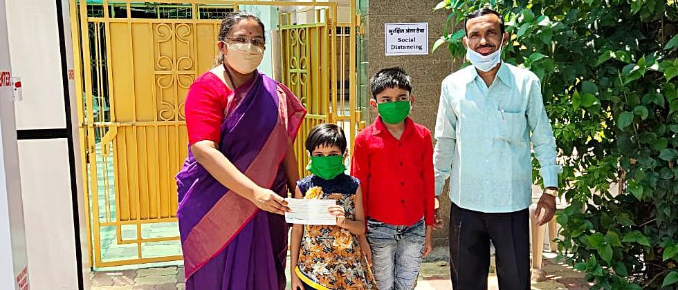 children donate money to the Chief Minister's Assistance Fund