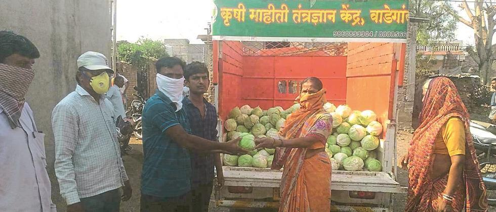 Distribution of free vegetables from farmers to the villagers in Wadgaon