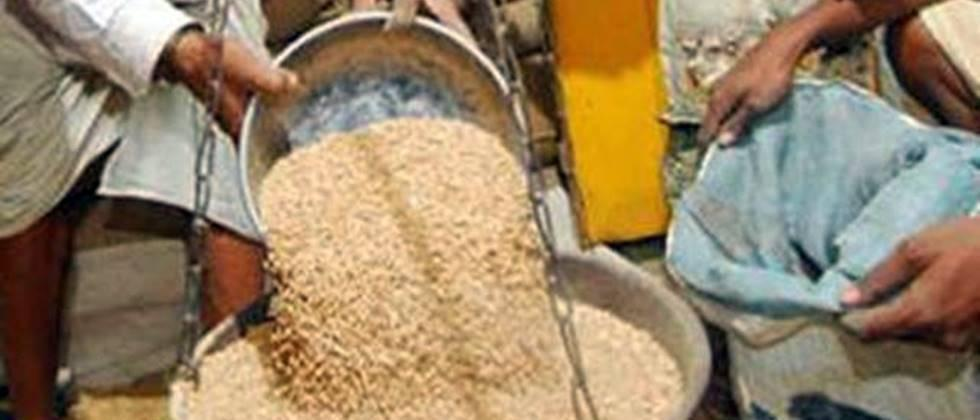 Distribution of foodgrains to 1.5 lakh saffron ration card holders