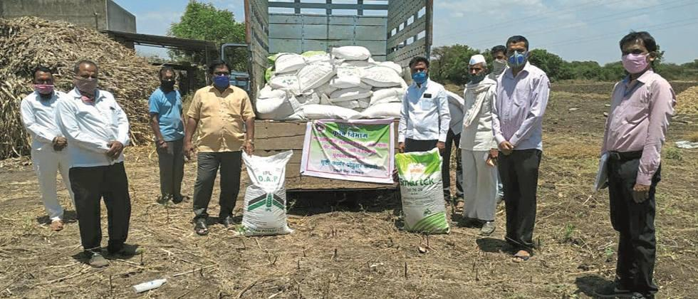 Fertilizer supply directly to farmers' farm by Agriculture Department in Niphad taluka