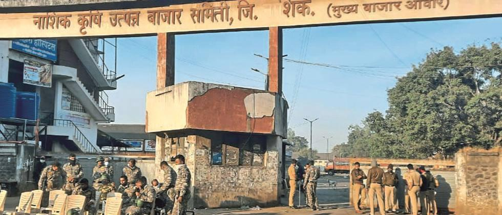 Strictly 'closed' in Nashik district in support of farmers