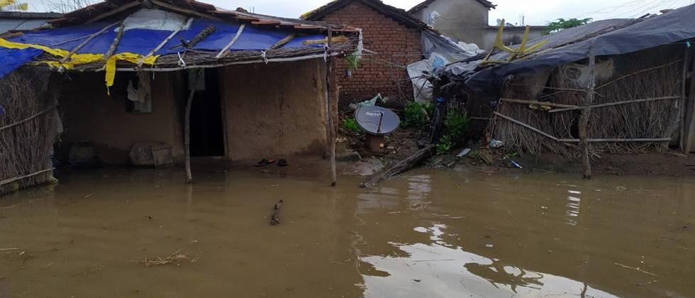 One lack civilians affected by flood
