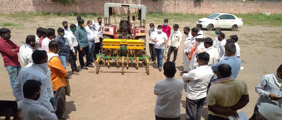 Training on BBF sowing technique in Pothare