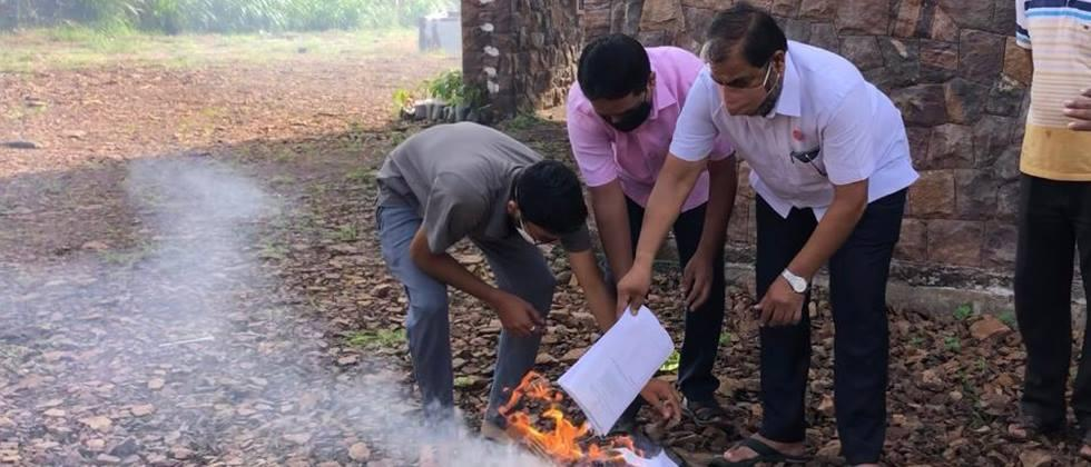 Holi of Agriculture Bills from Farmers Associations in Kolhapur