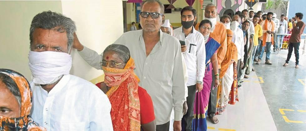 Queues at polling stations in Nanded district