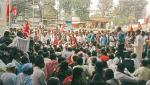 Kisan Sabha agitation in front of insurance company in Pune