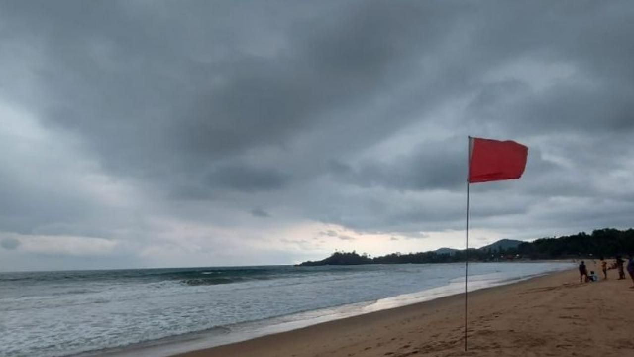 Light to moderate thunderstorms are North Goa & South Goa districts during the next 3 4 hours