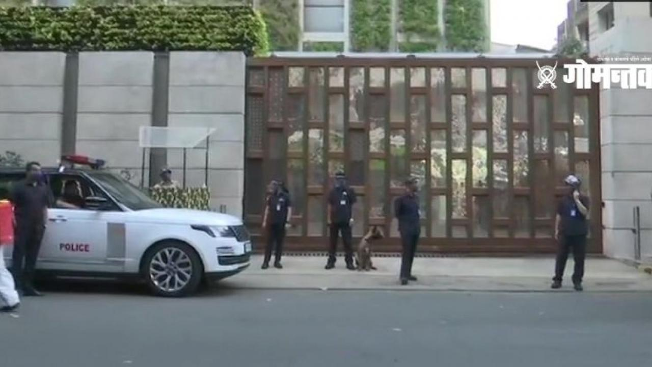 Suspicious car found near Mukesh Ambani house Note found with explosives