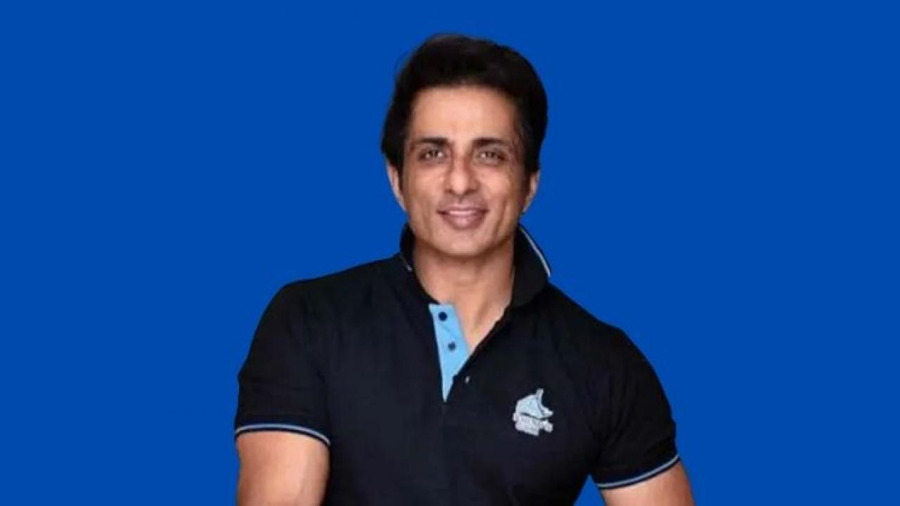 People rushed to Sonu Sood's house to ask for help