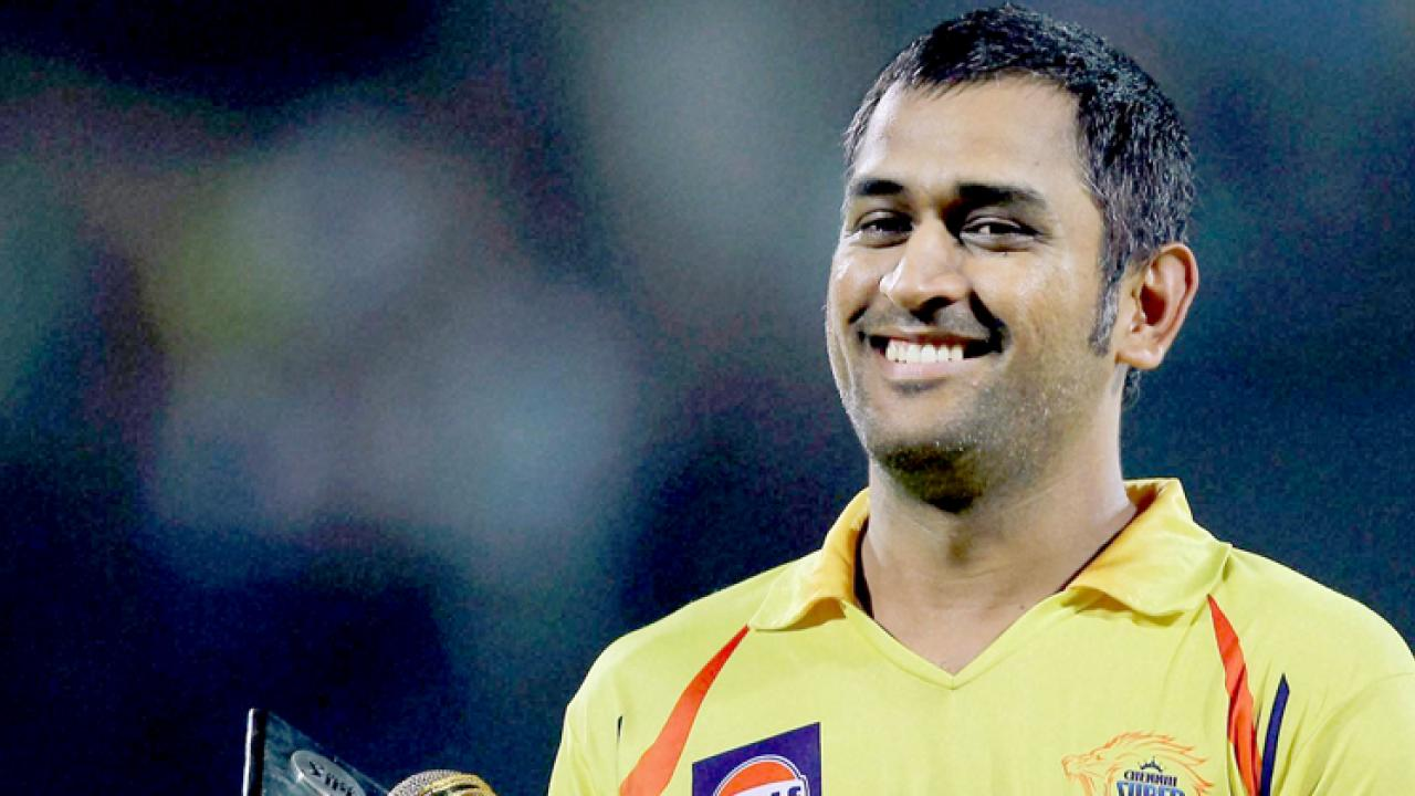 Mahendra Singh Dhoni gives up business class seat for George John