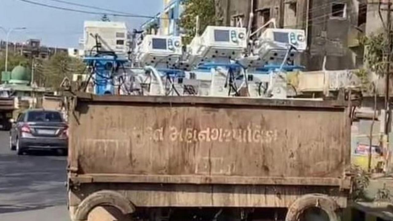 ventilator is being delivered to the hospital from a garbage truck In Gujarat