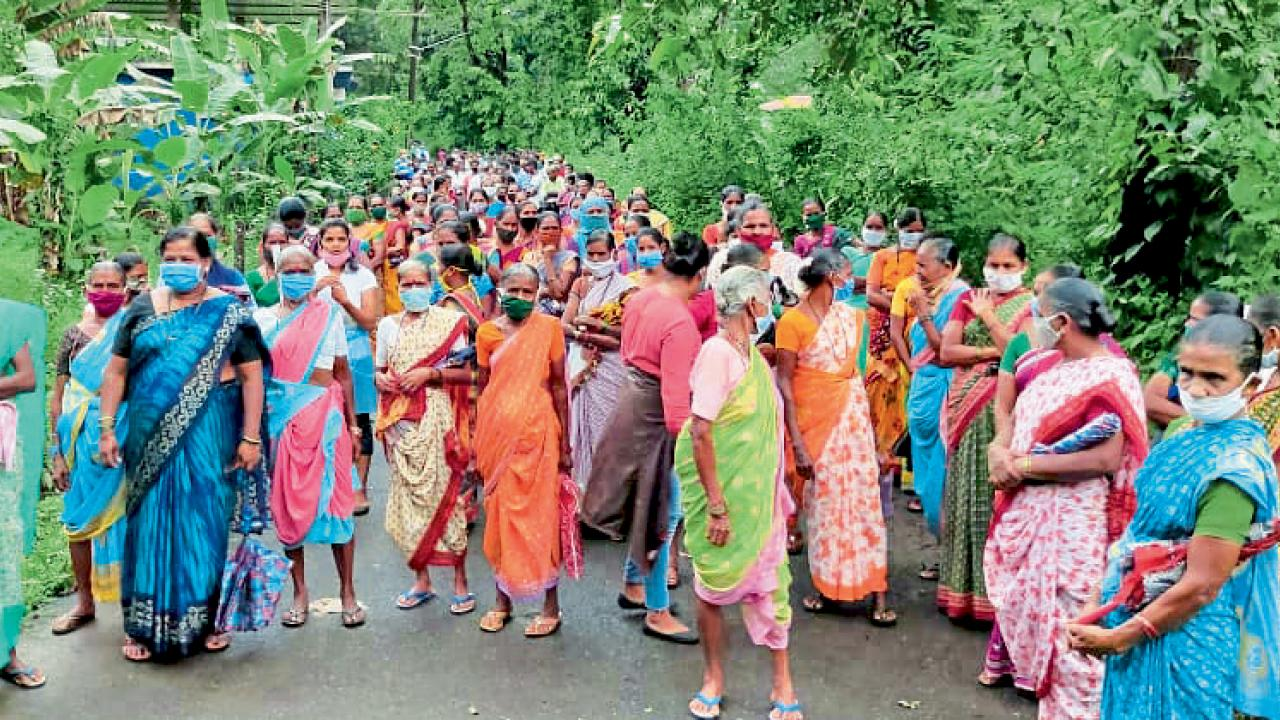 Goa: stir in IIT project; Women of Meluali block road to prohibit land survey