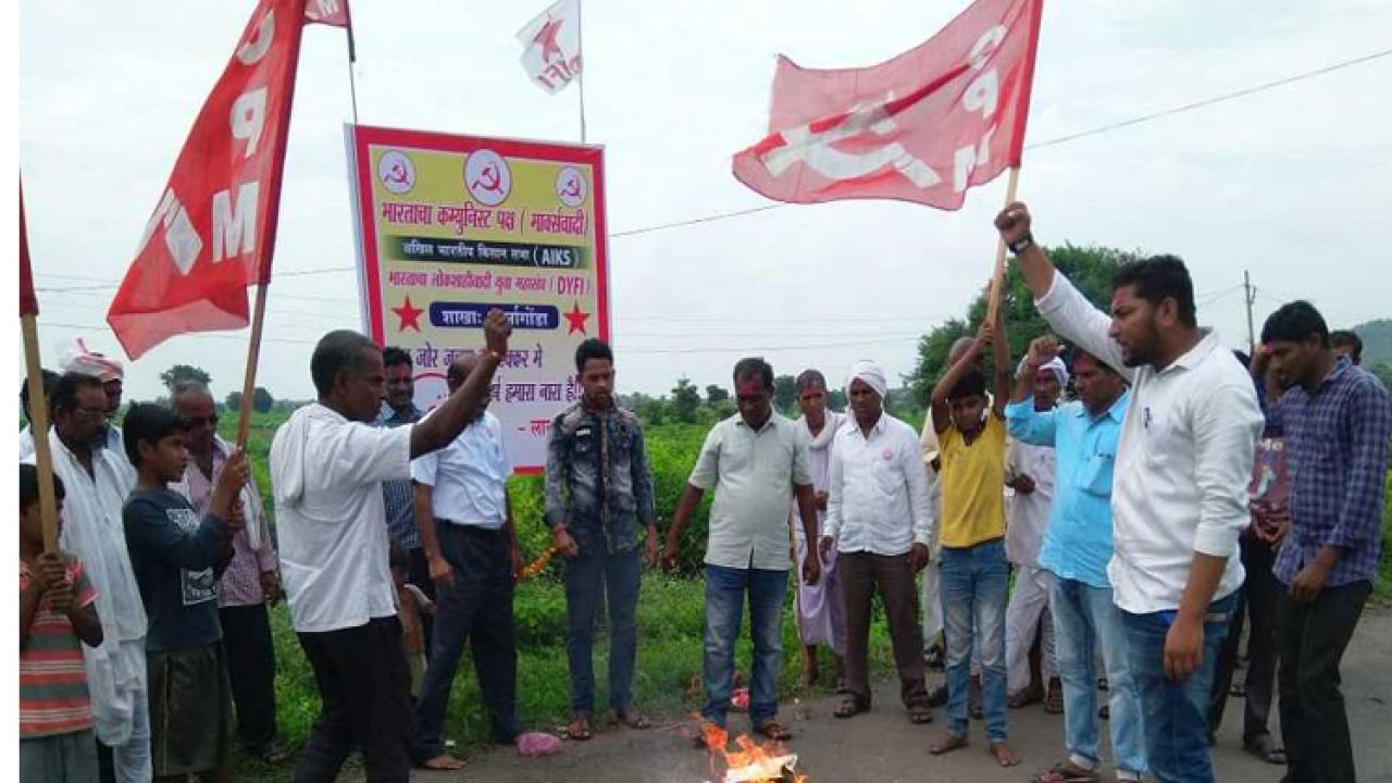 Thousands of farmers across Maharashtra protest agriculture bills