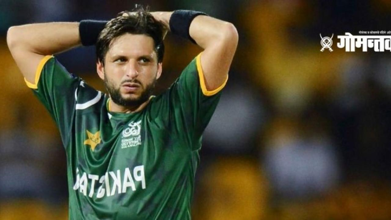 Shahid Afridi angry at ICC as umpire refused to hold cap during bowling