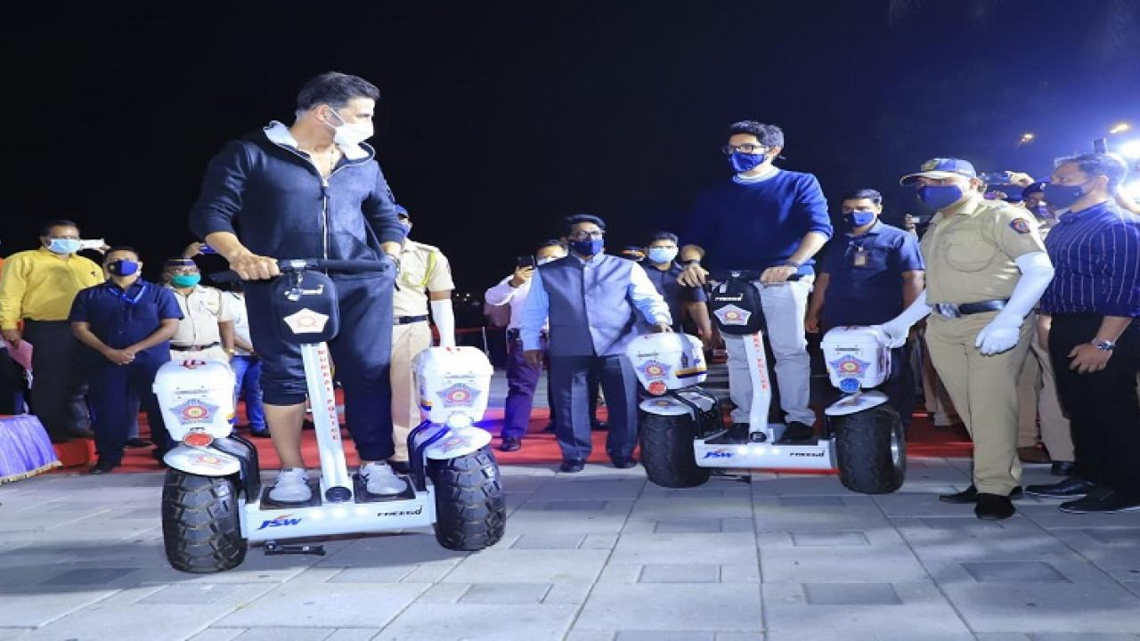 Actor Akshay Kumar attend Mumbai Police event which is stylish look