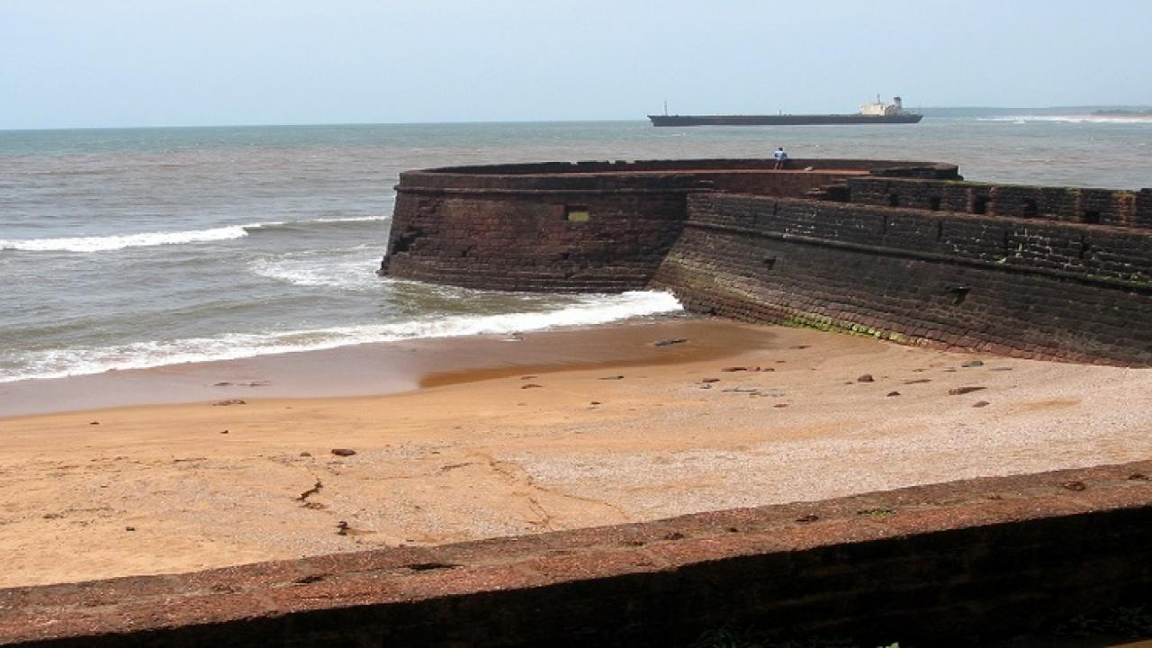 Dayanand Sopte inspected the ongoing work in the fort of Agwad