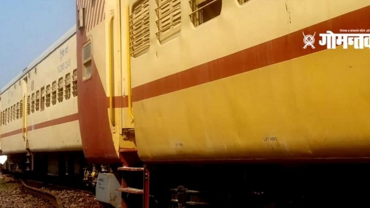 Running train suddenly collapsed At Kudchade railway station in Goa