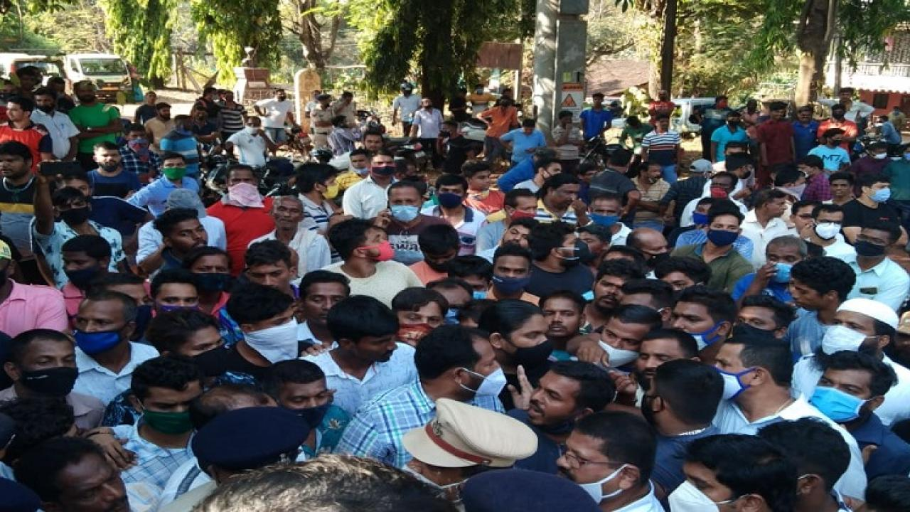 Tensions over beating of two villagers at Honda, demand suspension of inspector