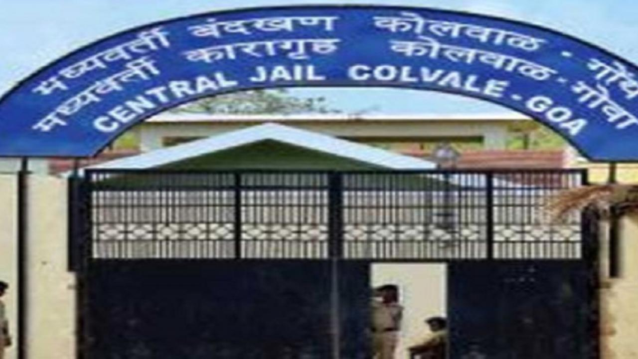 Uncleanliness near the gate of Kolwal Jail