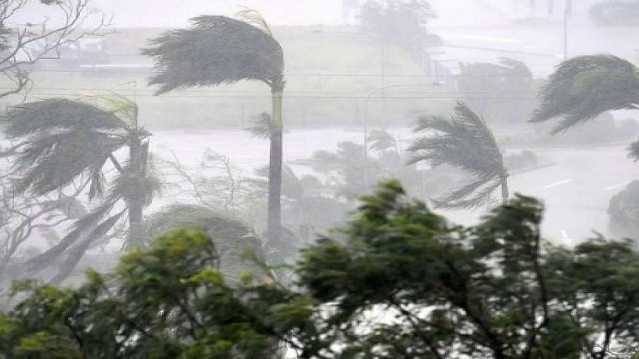 Burevi Hurricane hits seven districts in Kerala