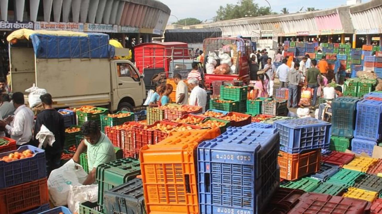 loggerheads between Old and new vendors over allotment of the land in Mapusa market.
