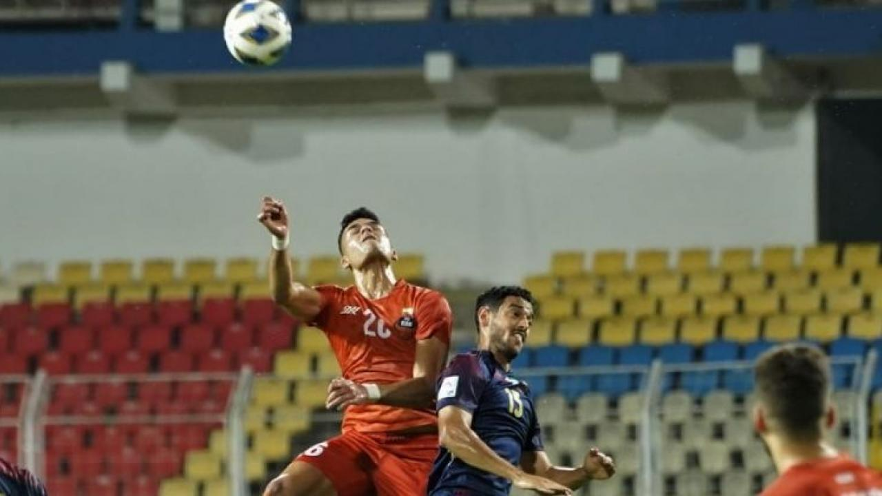 Preventing Al Wahads dangerous attack Strong defense of goalkeeper patience