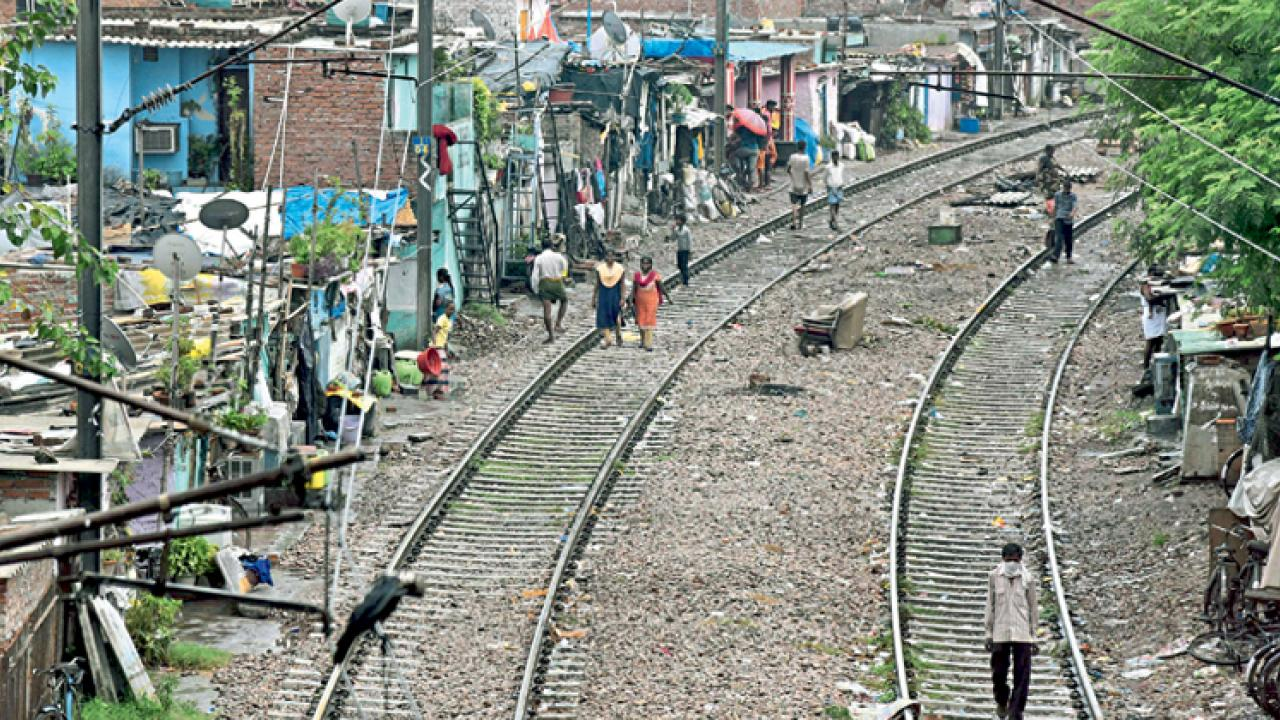 supreme court orders removal of slum dwelling along railway tracks