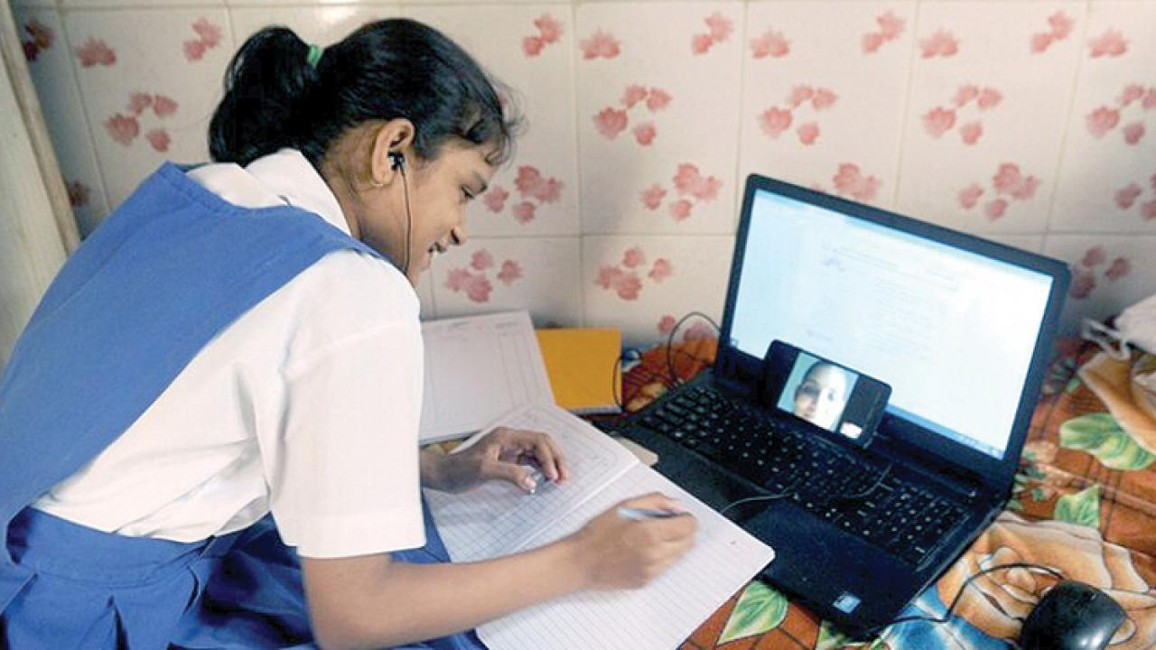 Teachers continue to teach without Internet connectivity