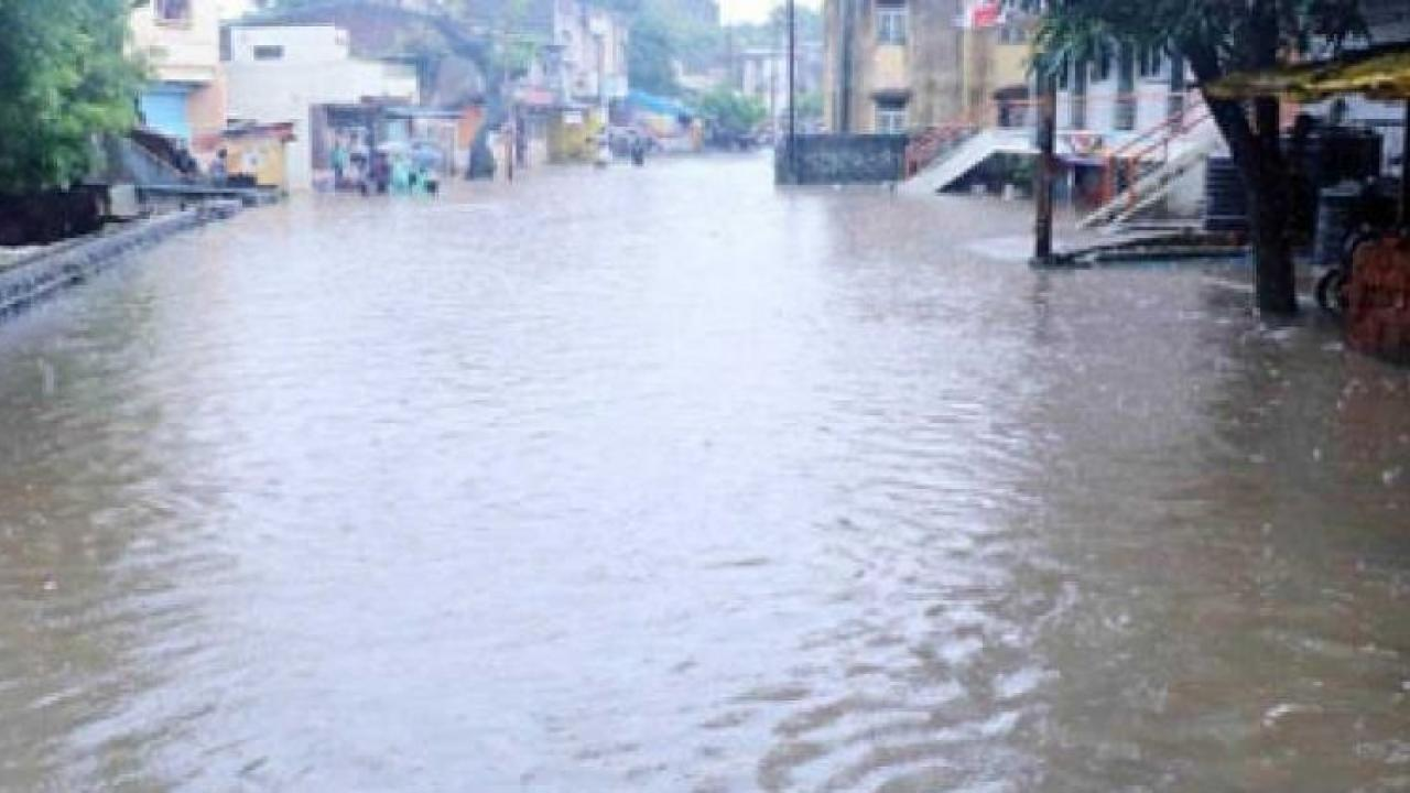 In Sindhudurg, 27 villages in Kudal taluka of the district lost contact