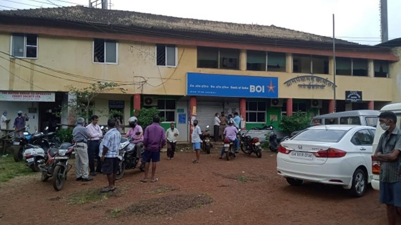 bank officer commit suicide in a bank today