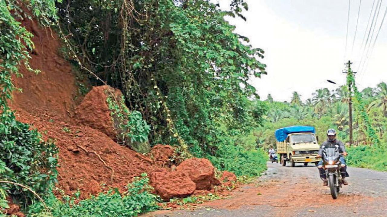 landslide due heavy rain in Agonda-Khola road