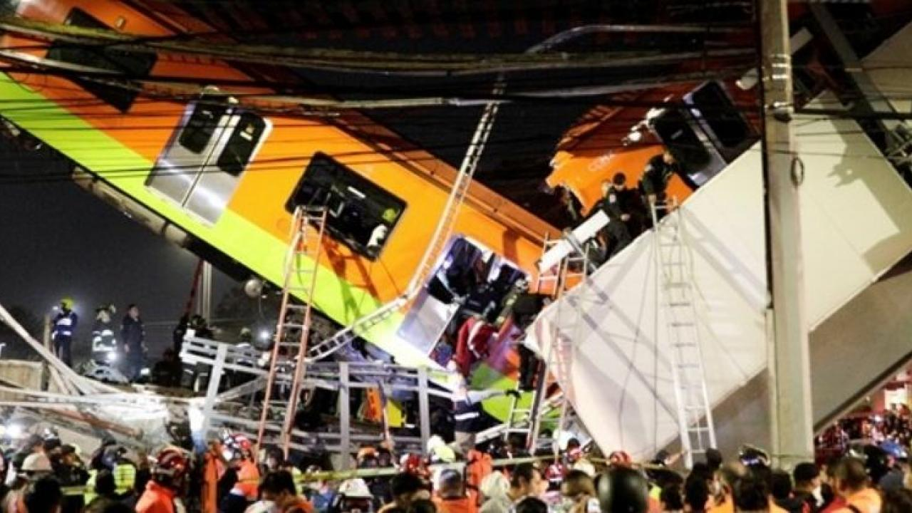 A tragic accident in Mexico The bridge with the metro train collapsed