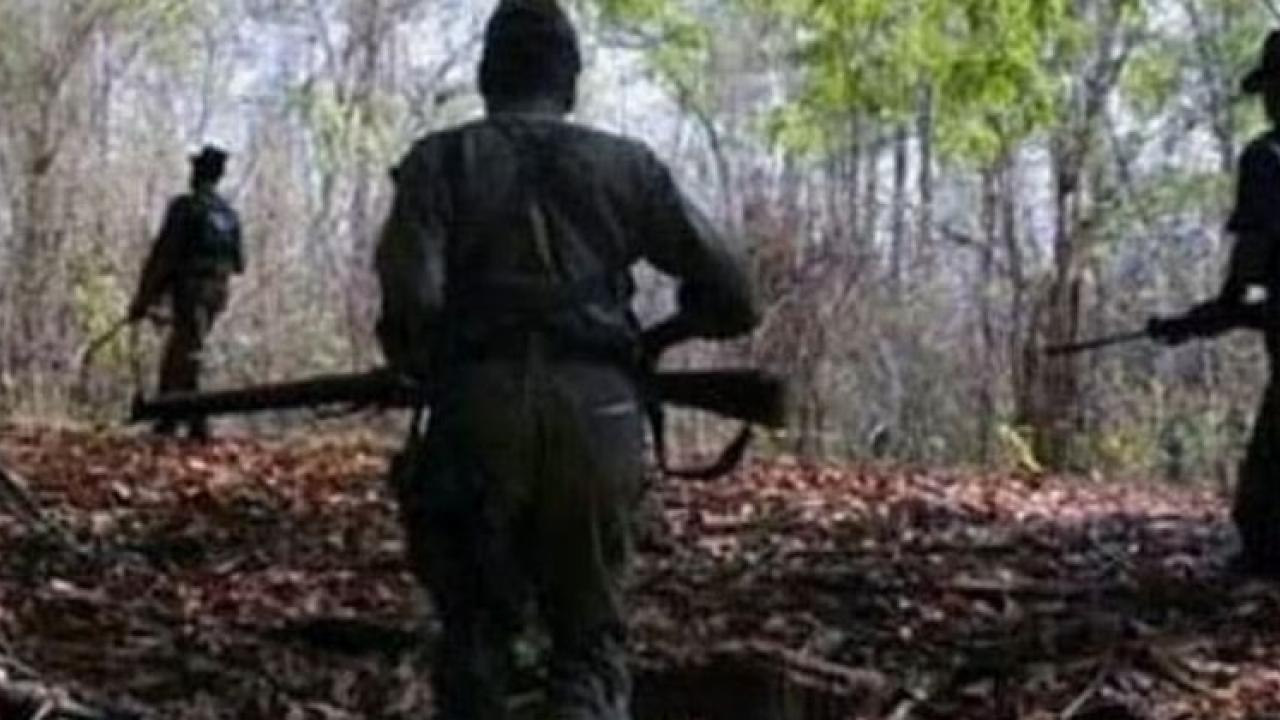 Naxals clash with police in Gadchiroli