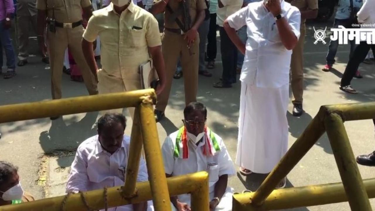 Puducherry Chief Minister V Narayanasamy protest in the premises of theagainst Governor Kiran Bedi