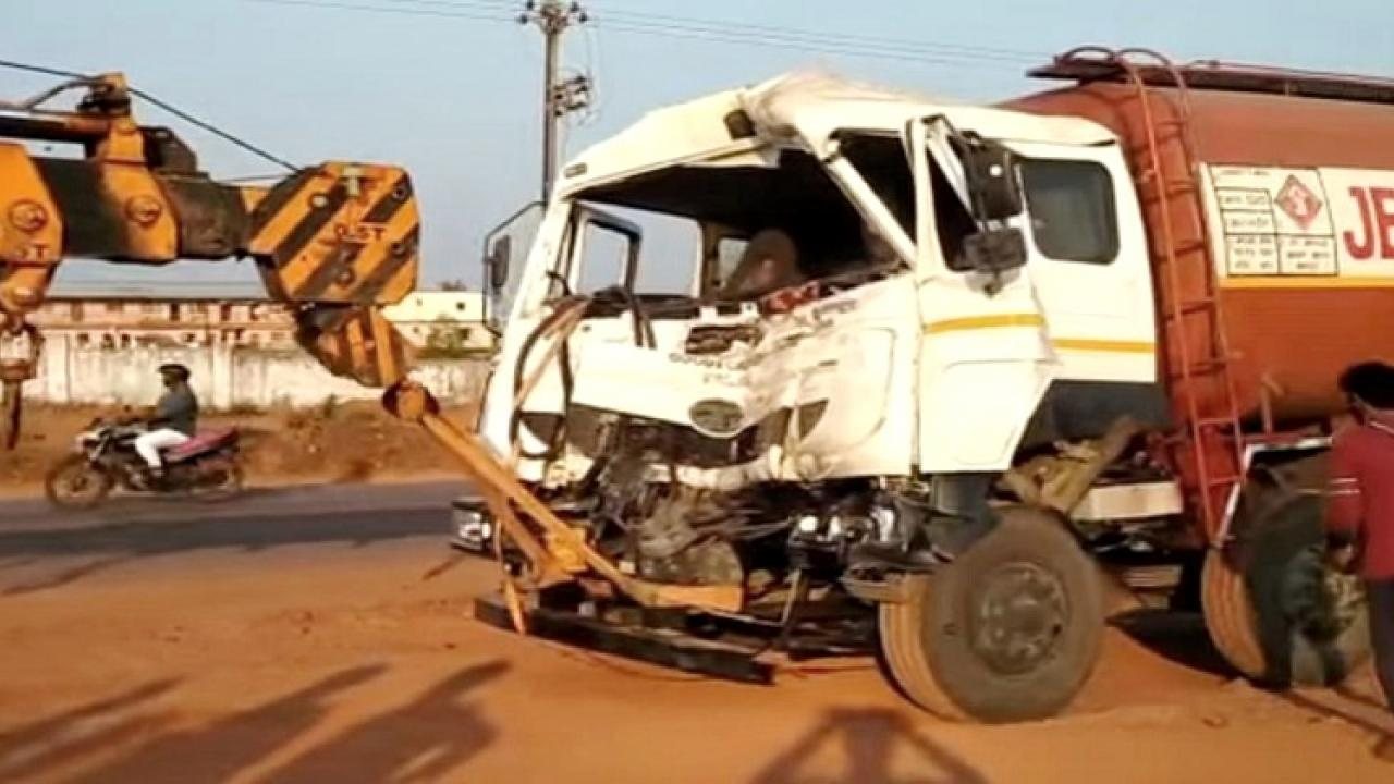 Ethanol tanker hits container near Mumbai Goa National Highway